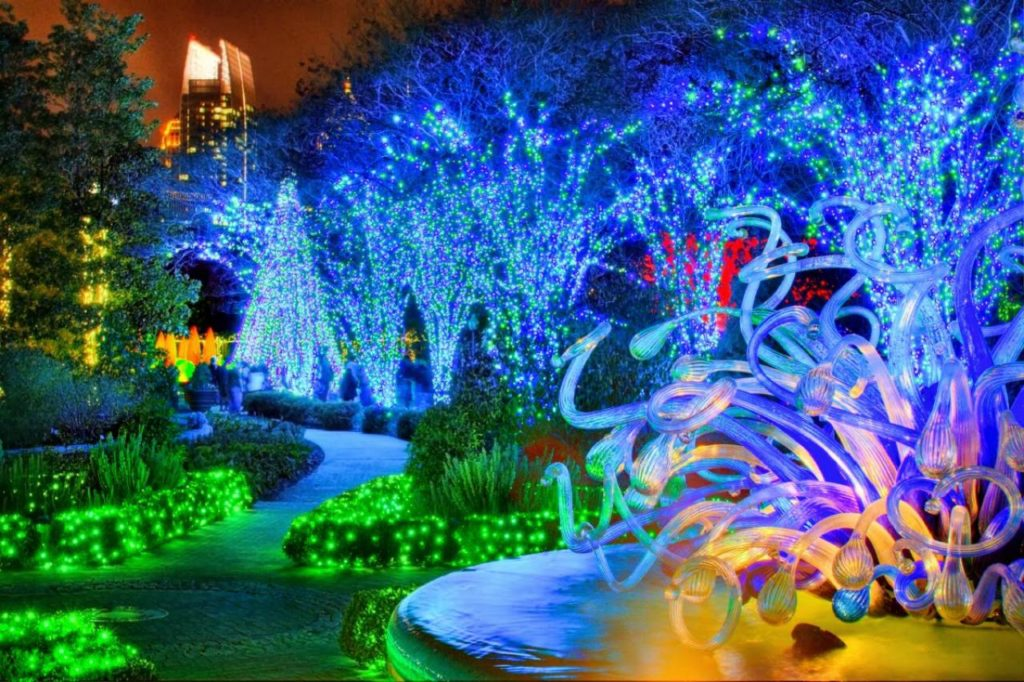 Psychedelic Lights and Chihuly at Atlanta Botanical Gardens. Source: GreatAmericanCountry