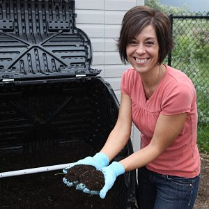 How to Use A Tumbling Composter (Lifetime 60058 Tumbler)