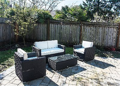 Small Yard with Conversation Set by Outsunny
